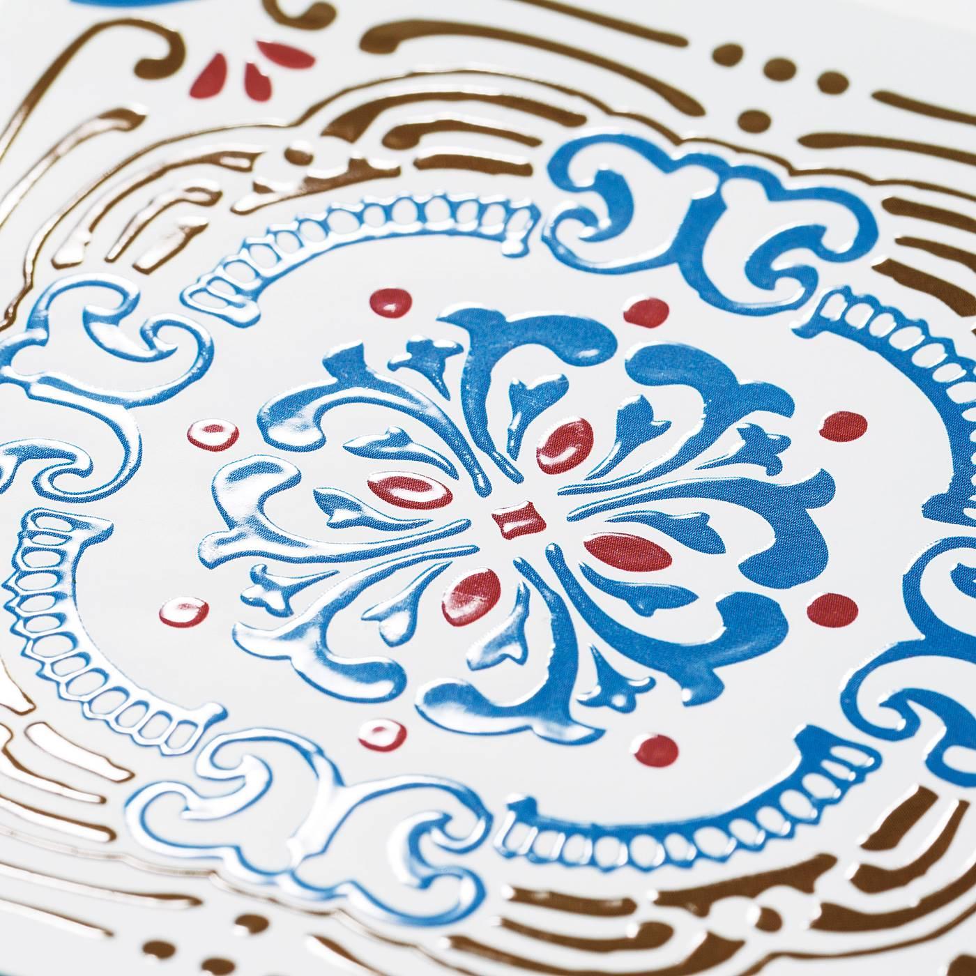 スペイン・ポルトガルのタイルをイメージしたデザイン。表面はぷっくり樹脂でタイルらしい質感に。