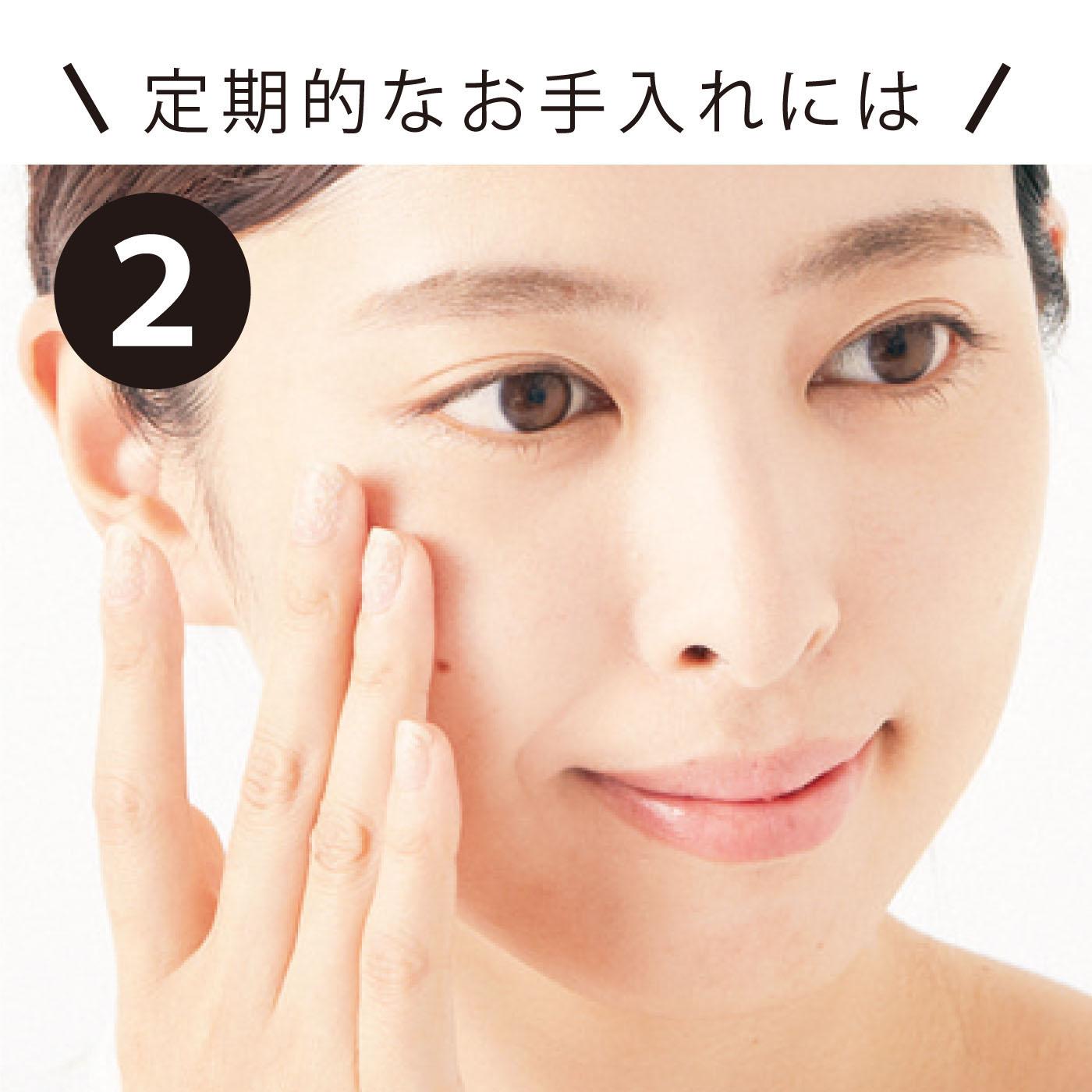 顔全体にマッサージするようになじませます。