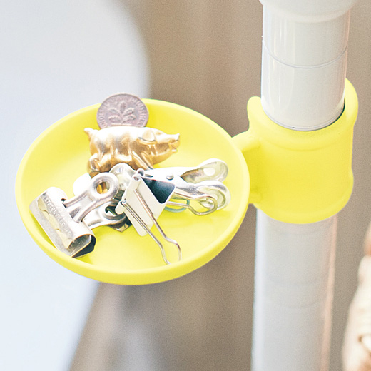 ちらかりやすいクリップや小銭、予備ボタンなどの一時置き場としても。