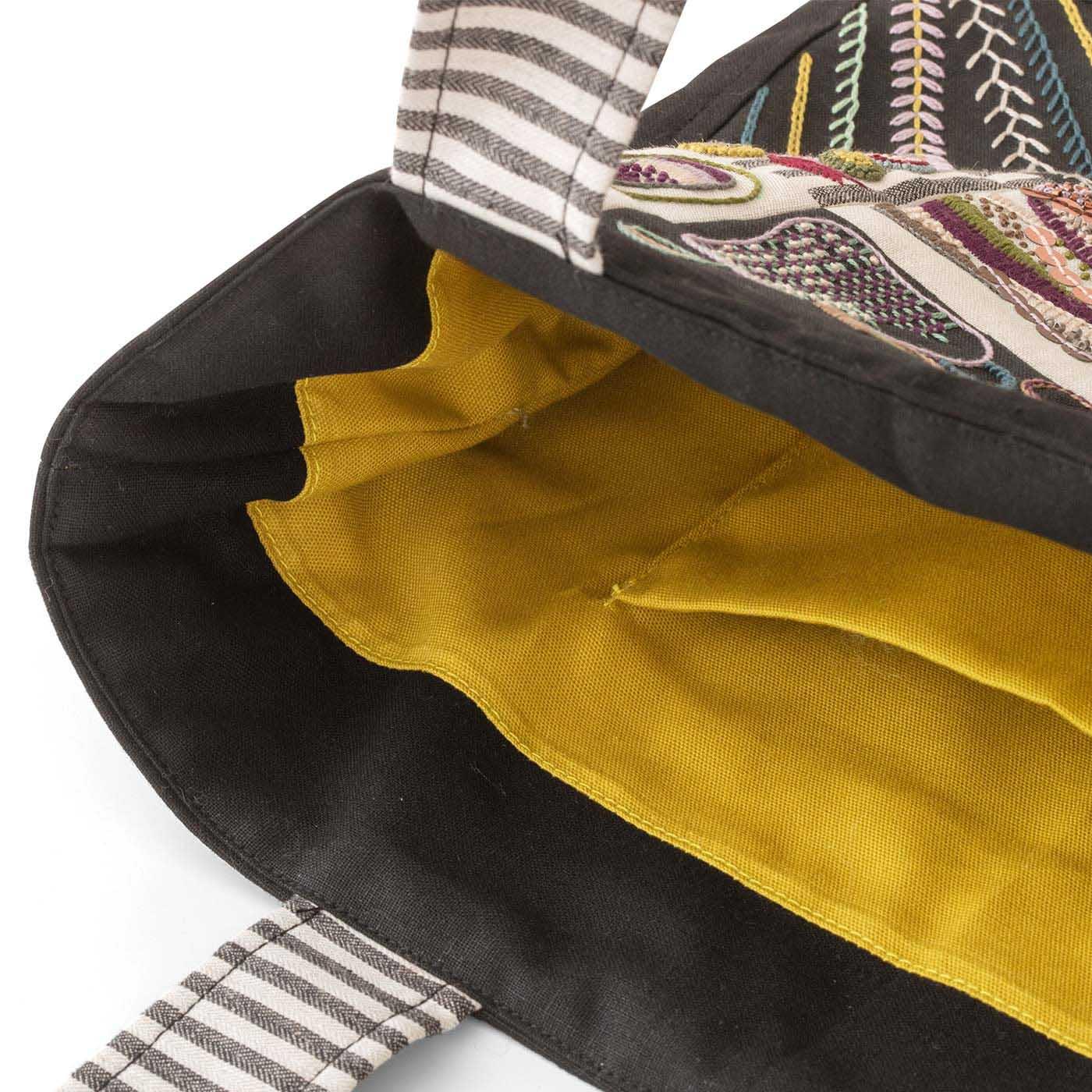 キルトわた入りのしっかりしたバッグが作れます。便利な内ポケット付き。