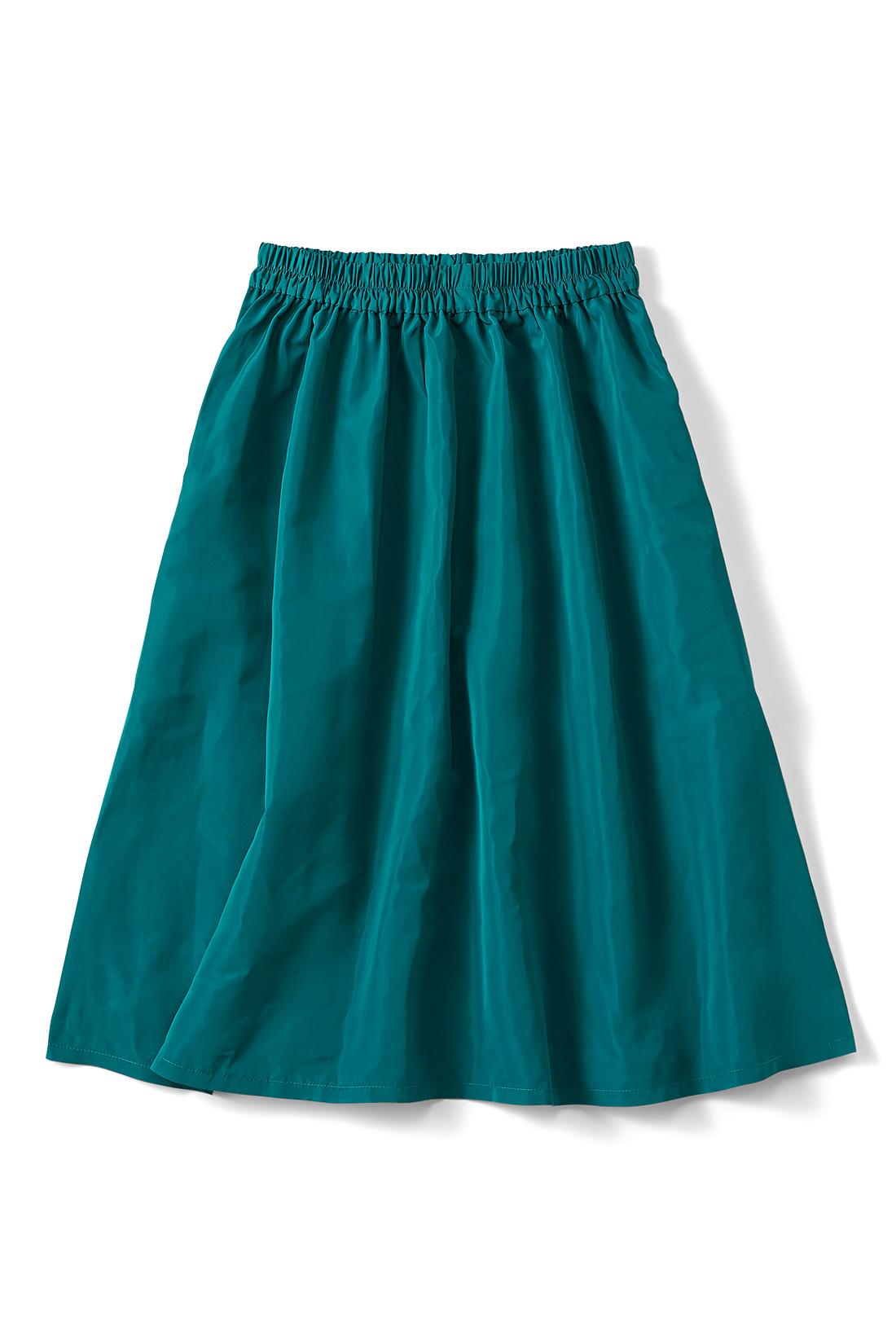 【ブルーグリーン】暗くなりがちな秋冬コーデにぴりっとインパクト。シャカっとした素材です。便利なポケット付き。