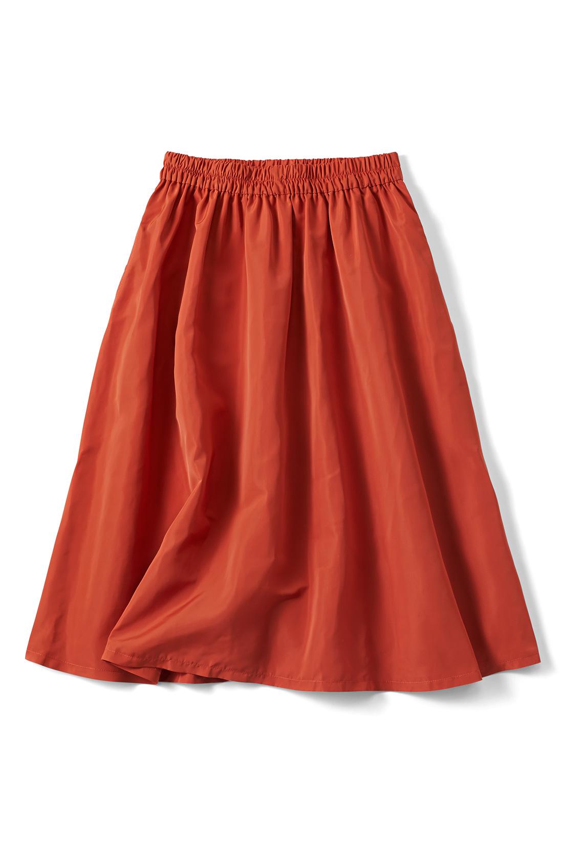 【オレンジトマト】暗くなりがちな秋冬コーデにぴりっとインパクト。シャカっとした素材です。便利なポケット付き。