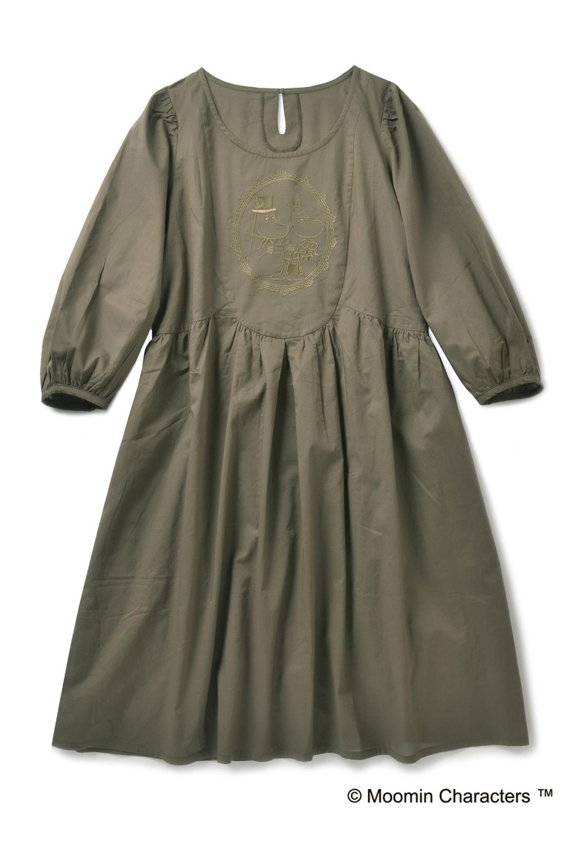 ふんわりパススリーブの七分袖だから重ね着もOK。スカート部分は裏地付き。