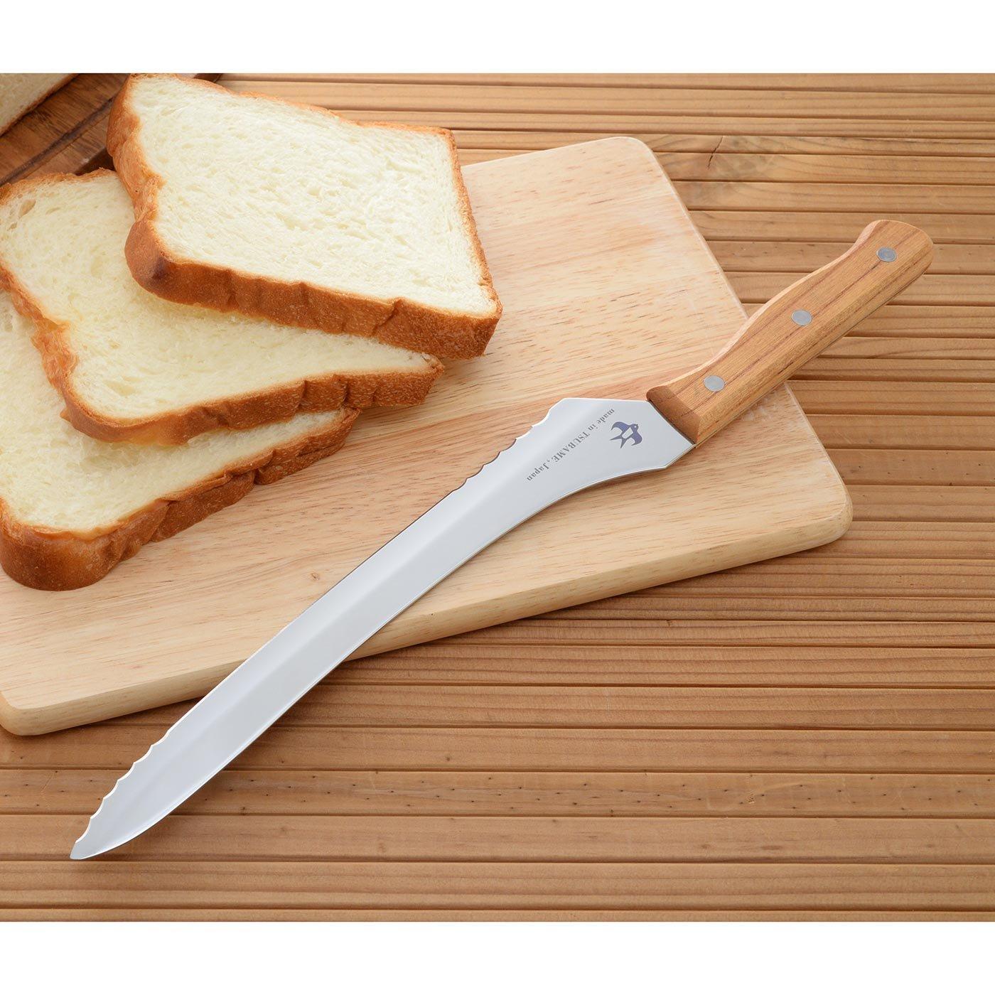 波刃と直刃がポイント! 硬くてもやわらかくてもきれいに切れるパンナイフ