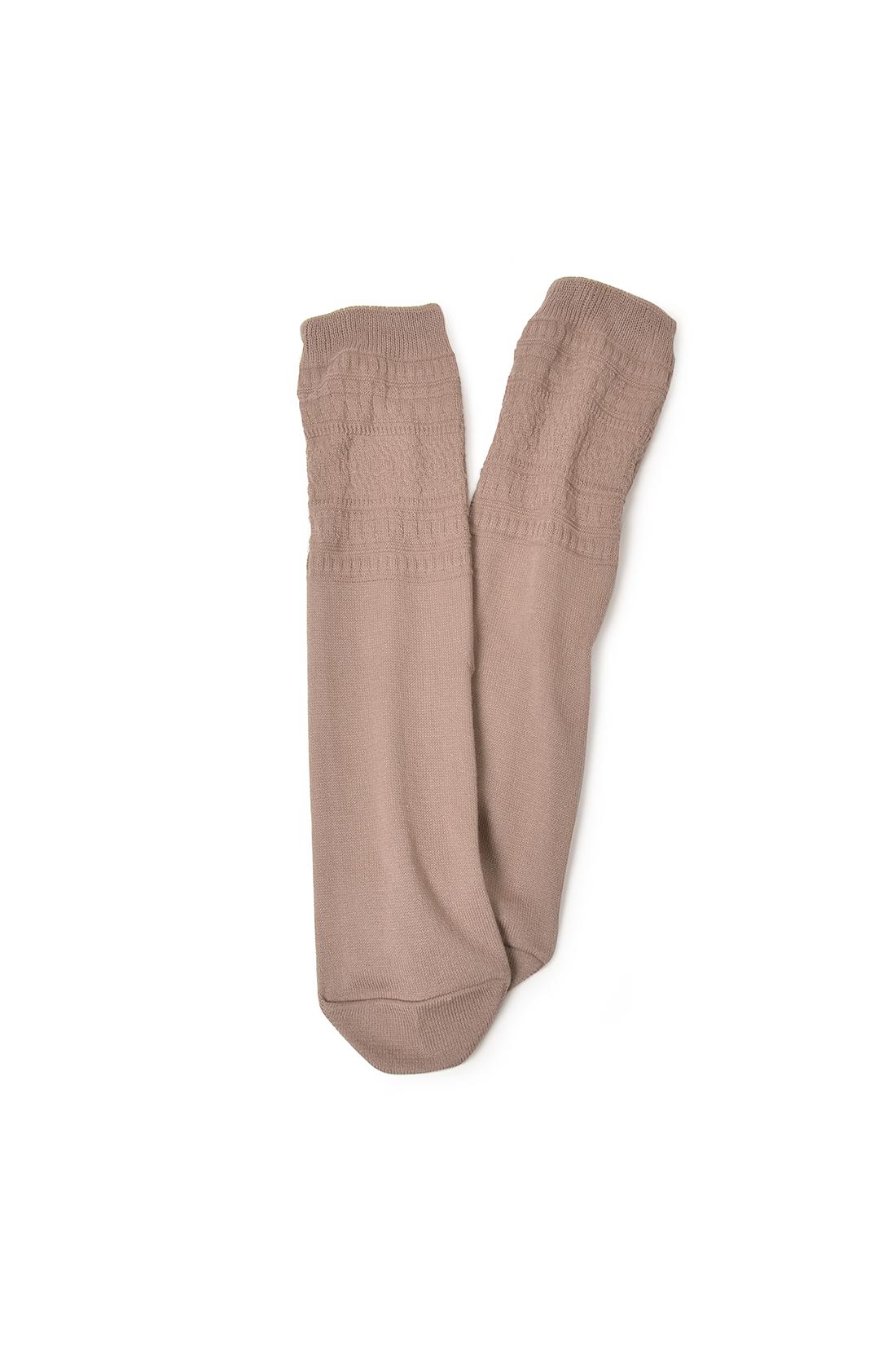 モコモコしない薄手生地。内側は足口からつま先まで、まるっとシルクで包めます。