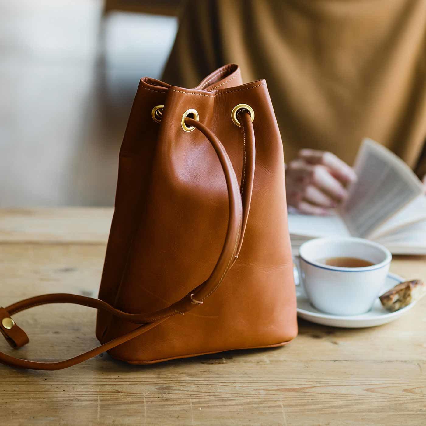 鞄職人と作った オールレザー2-WAY巾着バッグ〈キャメル〉