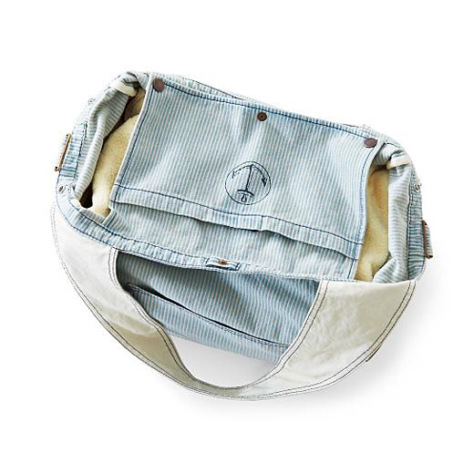 内ポケットは、スナップを留めると目隠しカバーになります。