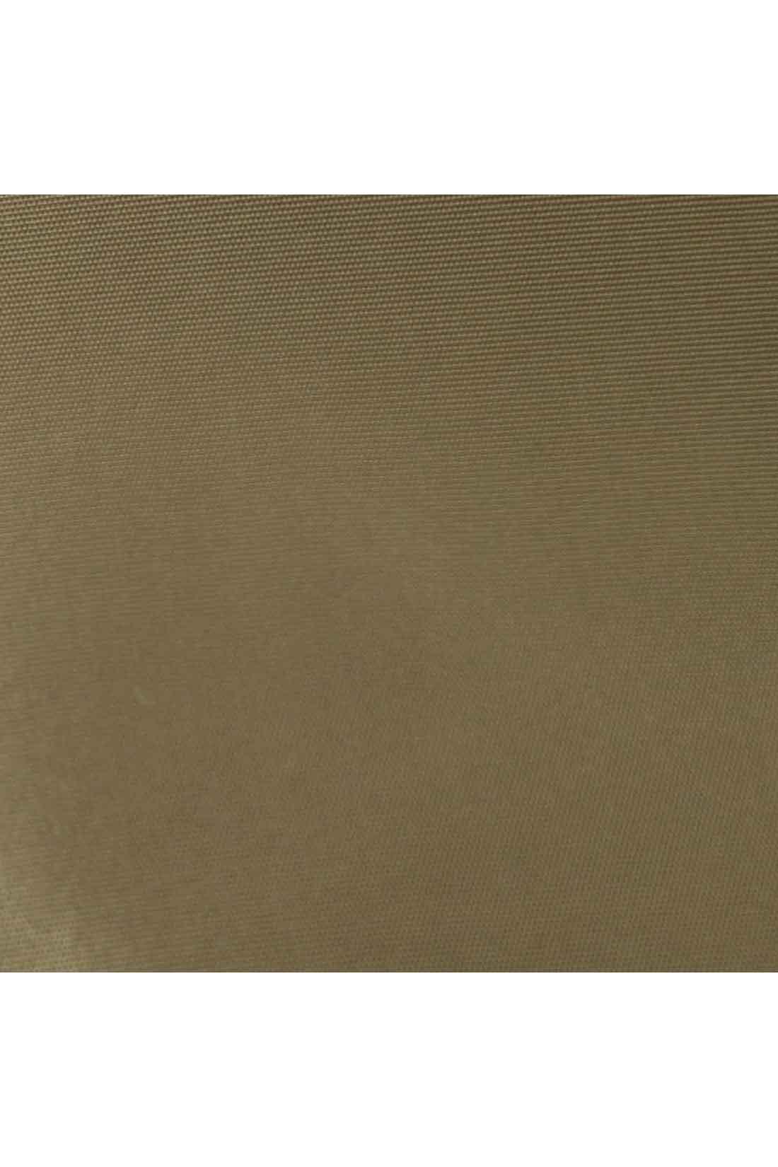 艶(つや)やかできれいなナイロン素材は、中わた入りでふんわりリッチな印象。
