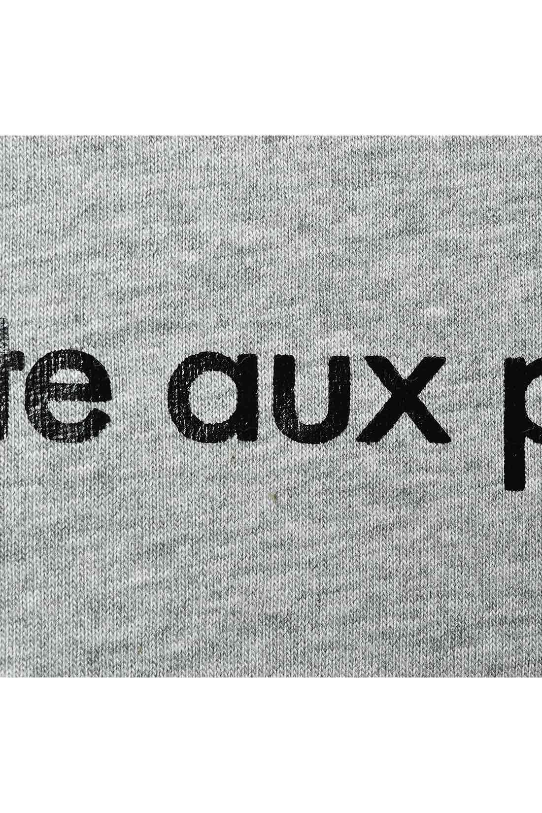 品よく映えるマットなロゴは、フランス語のお菓子のなまえ。