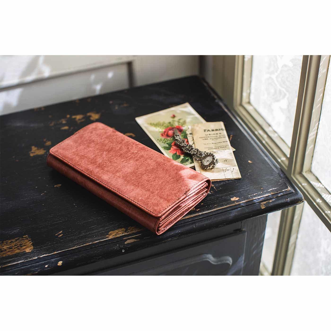 アンティーク仕上げレザーで誂(あつら)えた 気配りいっぱい大人長財布〈アンティークさくらピンク〉[本革 長財布:日本製]