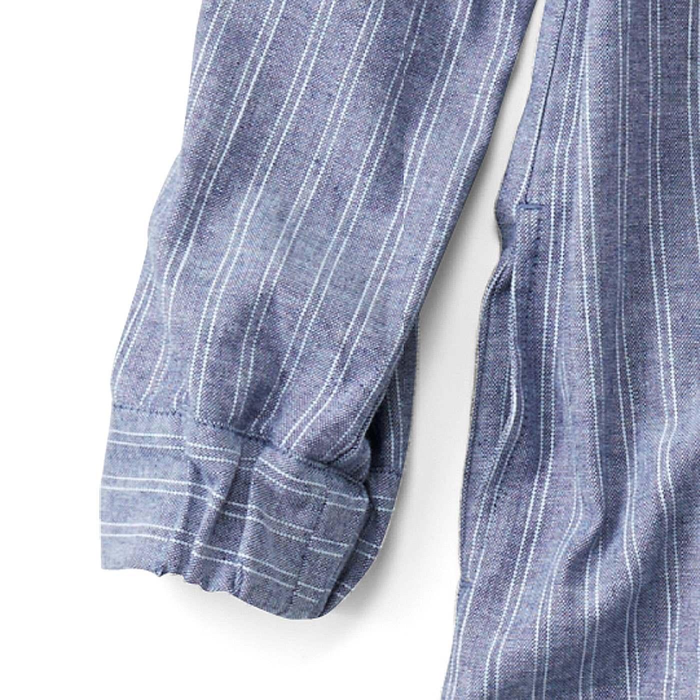袖口はゴム仕様で着脱簡単&すき間風をブロック。両サイドに便利な大きめポケット付き。