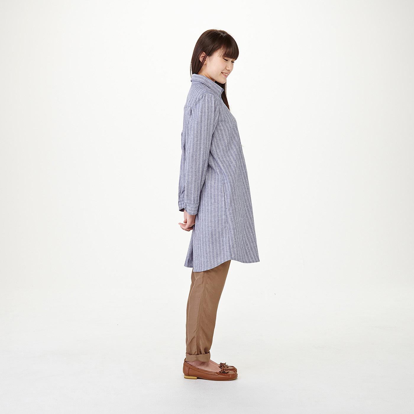 モデル身長約160cm 着用サイズM サイドはラウンドカットですらりと脚長に見えます。