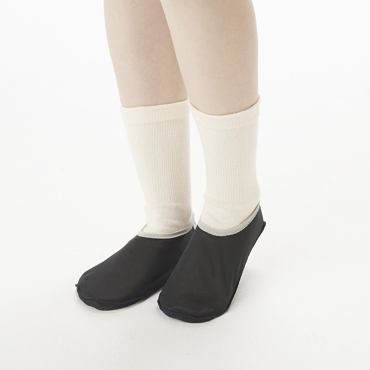 靴下の上からはく、靴下カバーです。