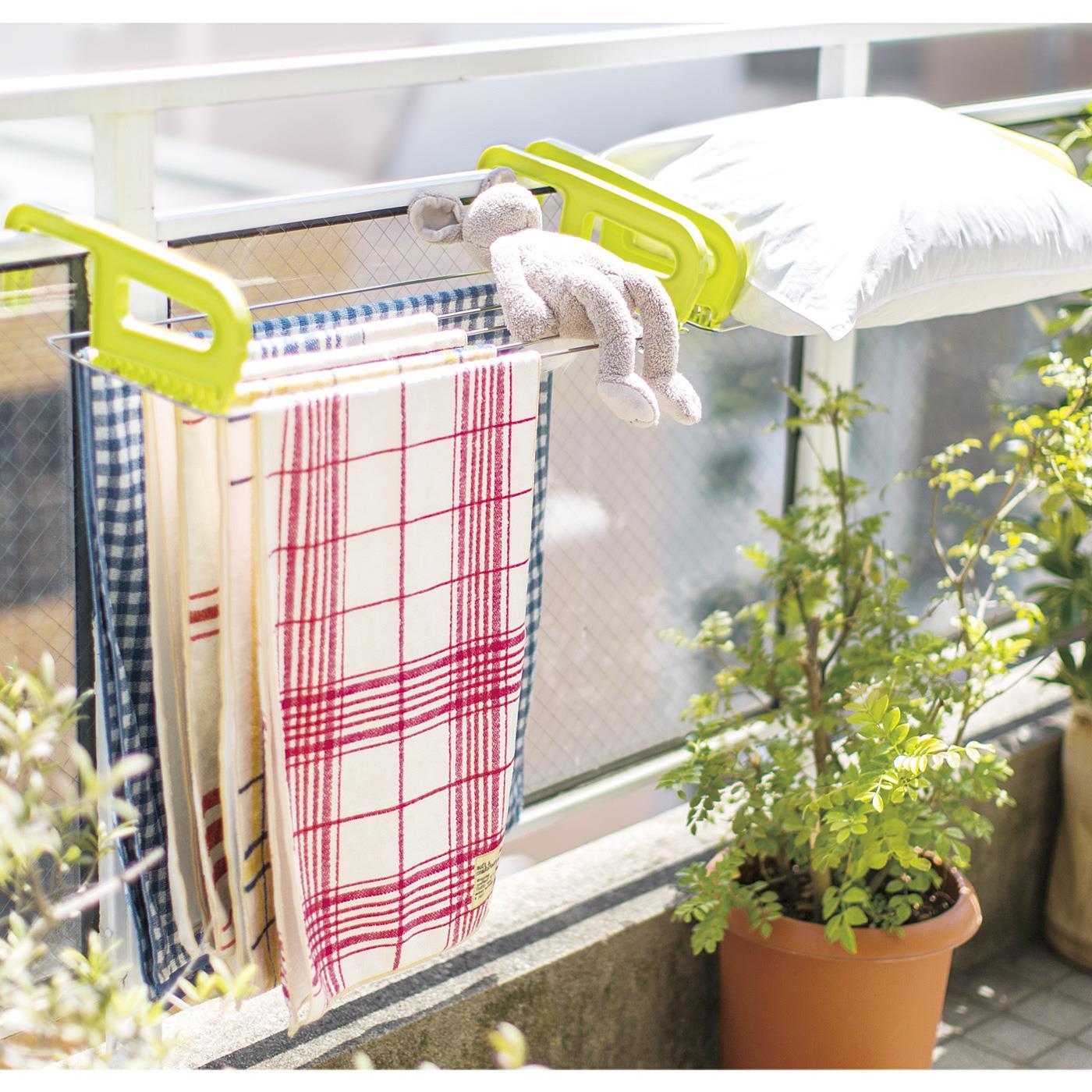 幅を取るバスタオルが5枚干せまます。干しにくい枕もOK!