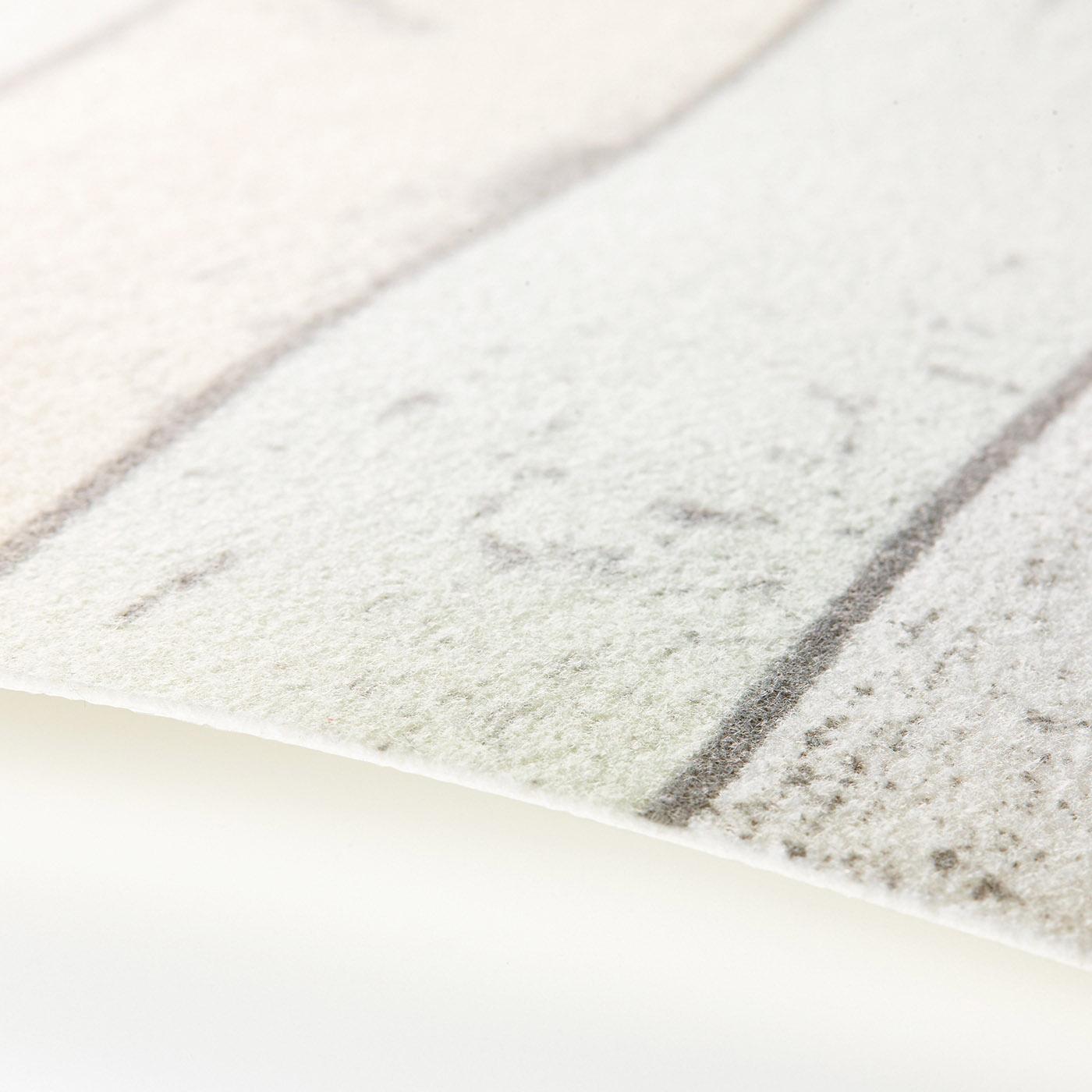 ふわふわの不織布素材が水や汚れをキャッチ。