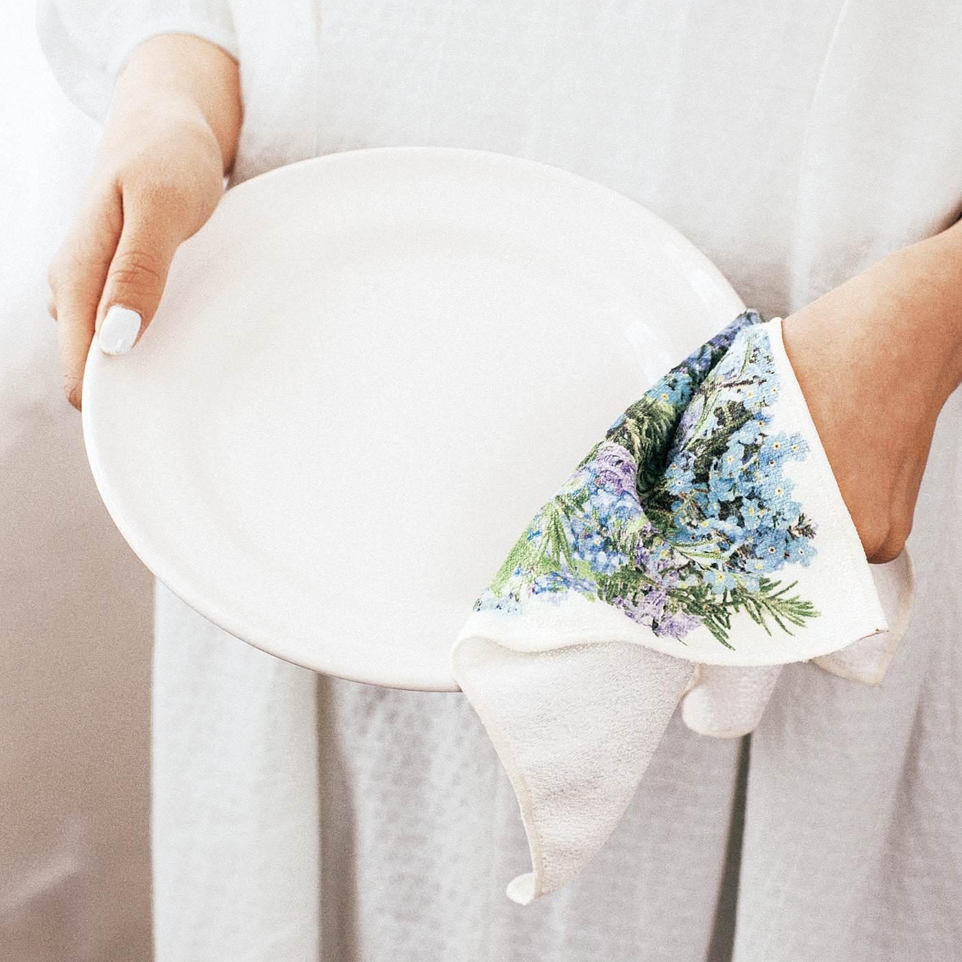 しっかりお皿を包み込んで水気をふき取れます。