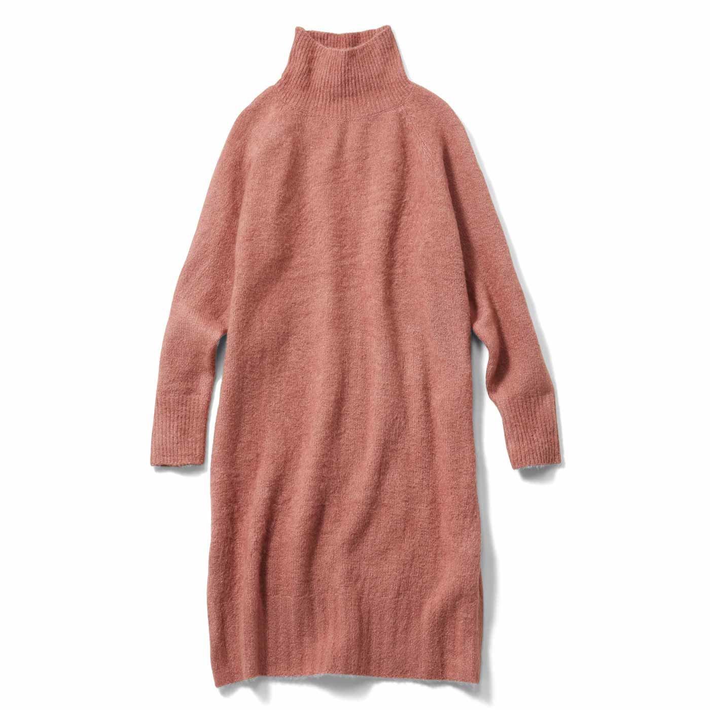 IEDIT[イディット] もちふわ素材で暖か軽やか すべてをまるっと隠してくれるニットチュニックワンピース〈スモーキーピンク〉