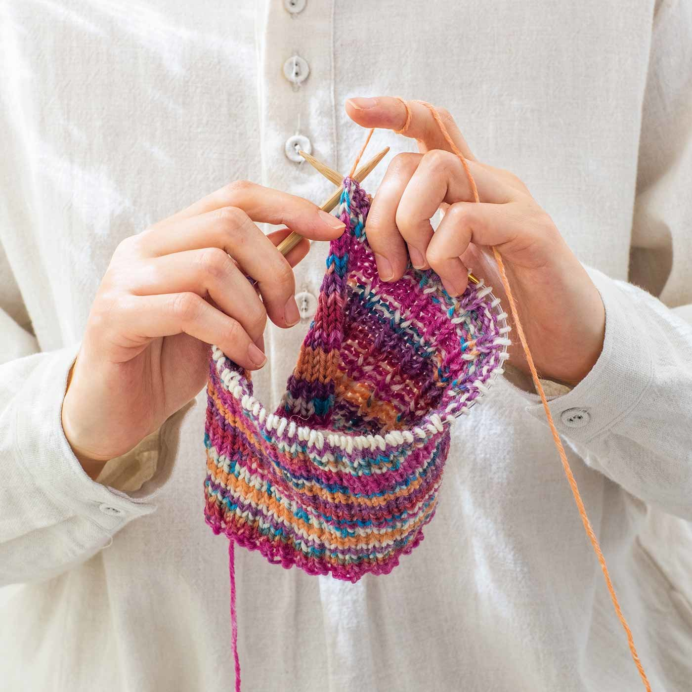 太めの毛糸で模様あそび 魔法の糸Opal 1玉で編めるニット小物の会