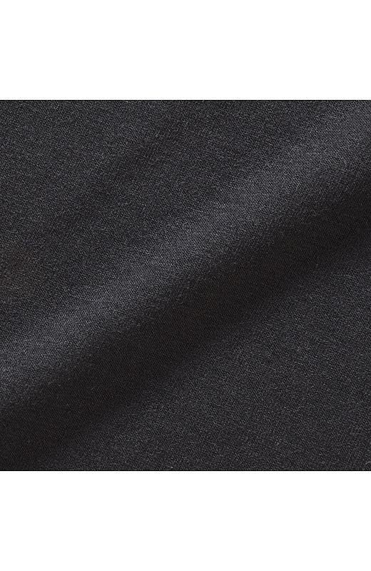 身ごろ部分は、さらりとした肌ざわりの吸水速乾素材のカットソー。