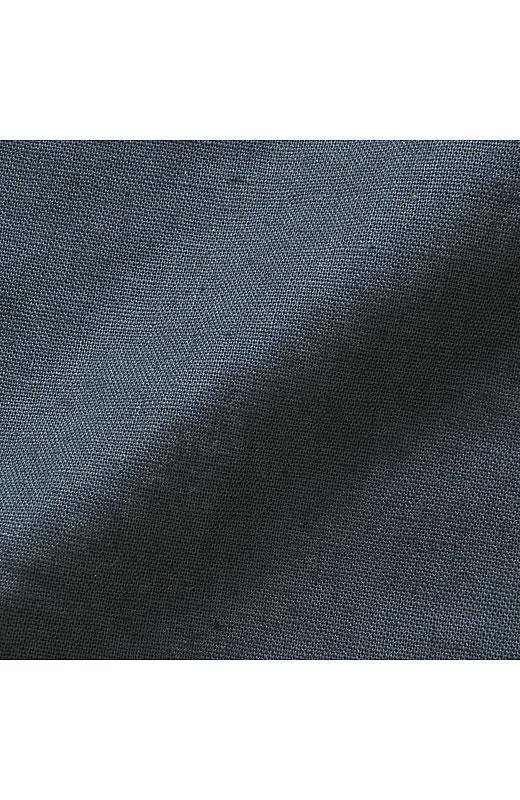 素材はしゃりっとして、カラリと快適な綿麻混。