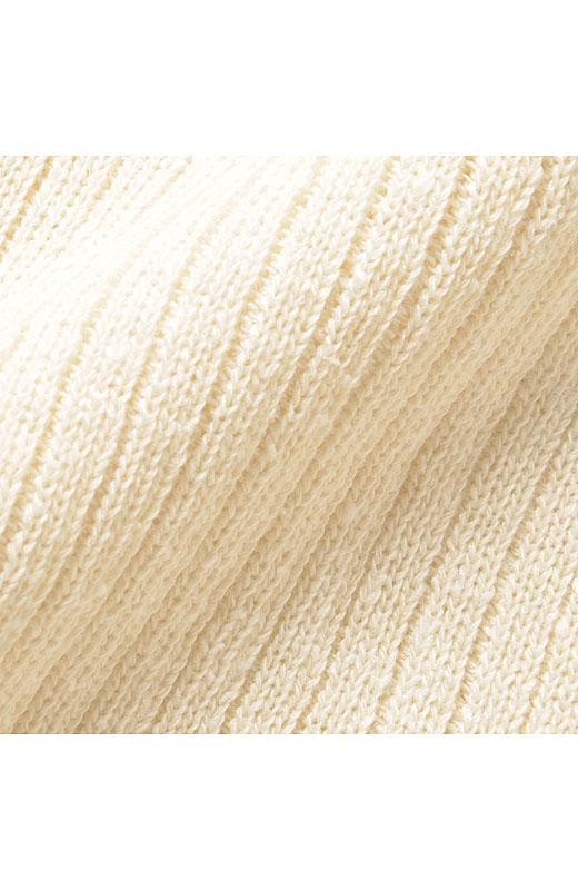 肌ざわりのいい綿シルクが気持ちよくぽこぽことした表情が素朴な風合いです。