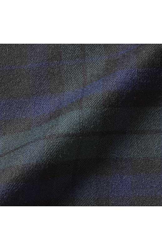 快適なストレッチ素材の表面に微起毛加工をほどこし、上質感のある仕上がり。