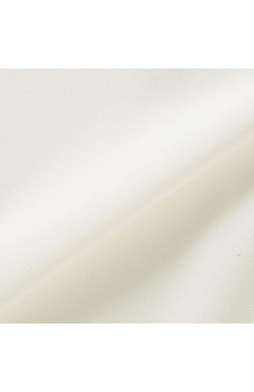 オフホワイトの上品シフォン。