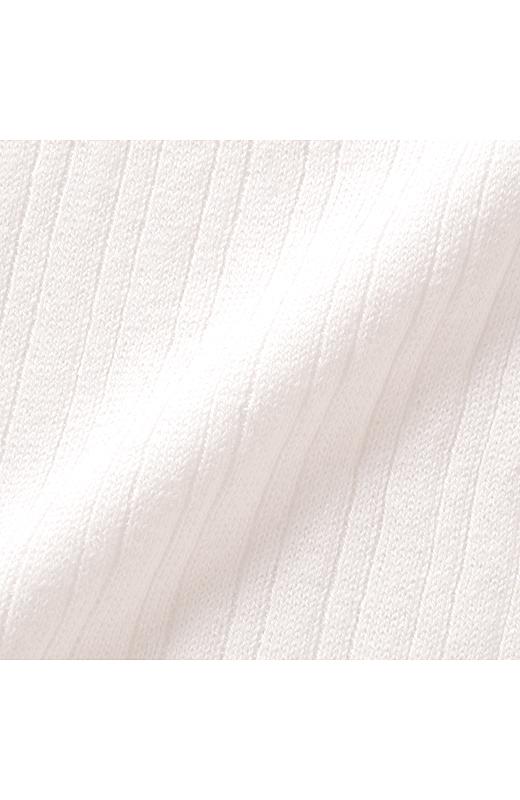 シルク混の天然素材。上質感と肌ざわりのよさが人気の秘密。