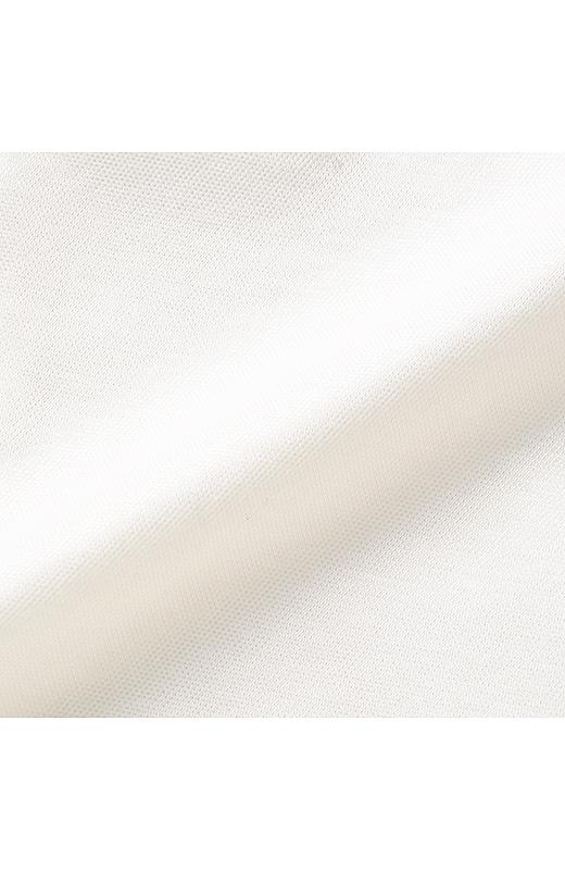 着心地のよさを持ちながら、キメの細かさがフォーマルな印象を放つ、布はく見えするプレミアムなカットソー素材。