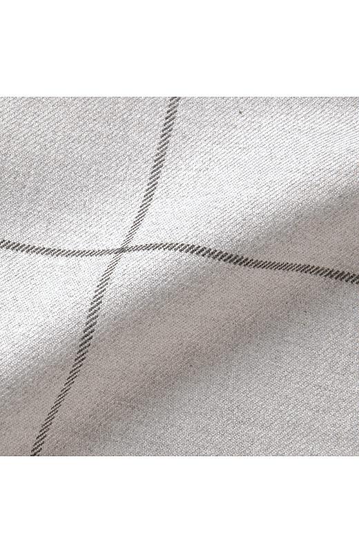 あたたかみのある素材は、表裏両面微起毛のマシュマロタッチ。リュクスな表面感とやさしいはき心地が魅力です。