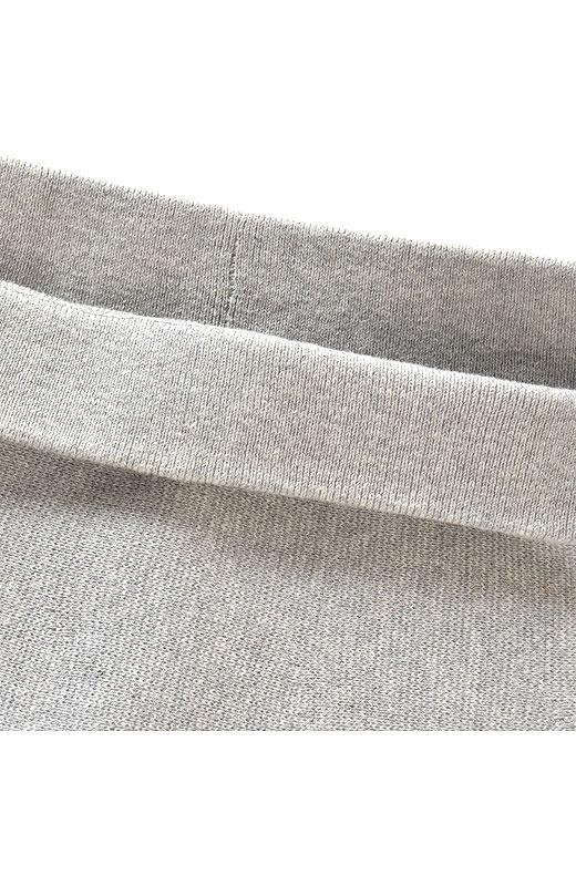 スルッとらくにはけるウエストゴム仕様。長さ調節に折り上げても、すっきりきれい。