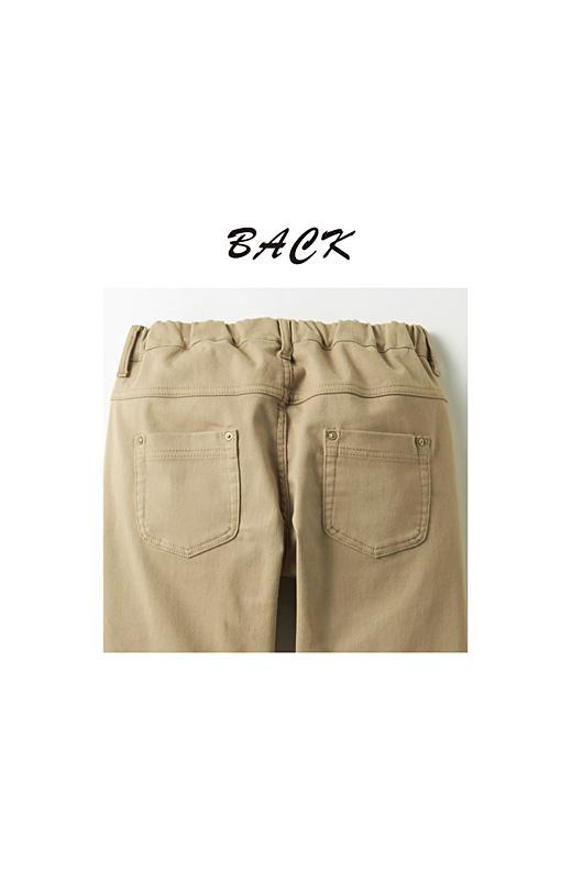 Back バックスタイルはヨークの切り替えやポケット遣いでスマートに。