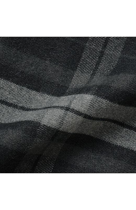 先染めストレッチの布はく素材。オフィスにもなじむ、知的なチェック柄。