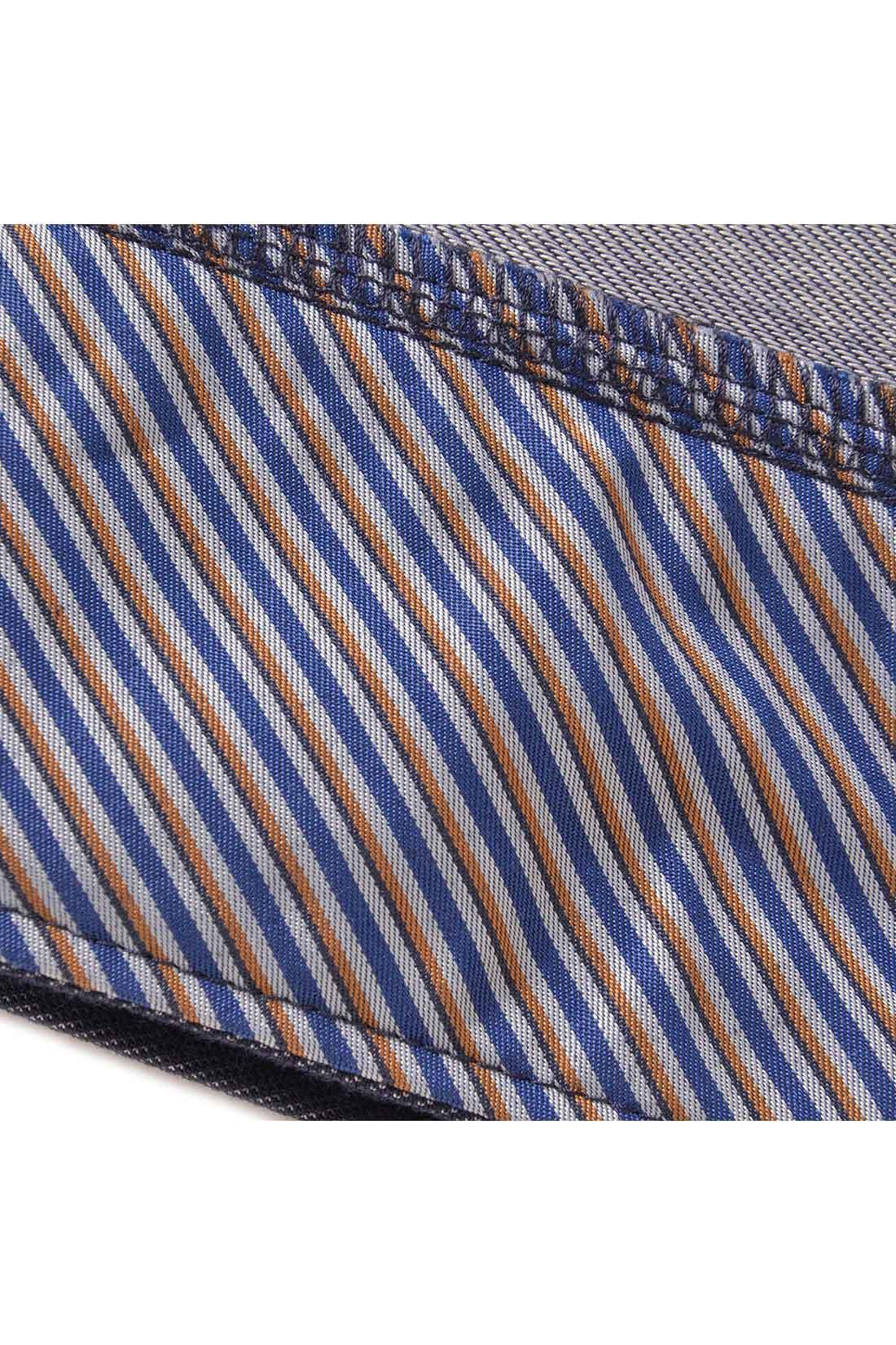 袖裏と背裏の生地は、トラディショナルな柄。