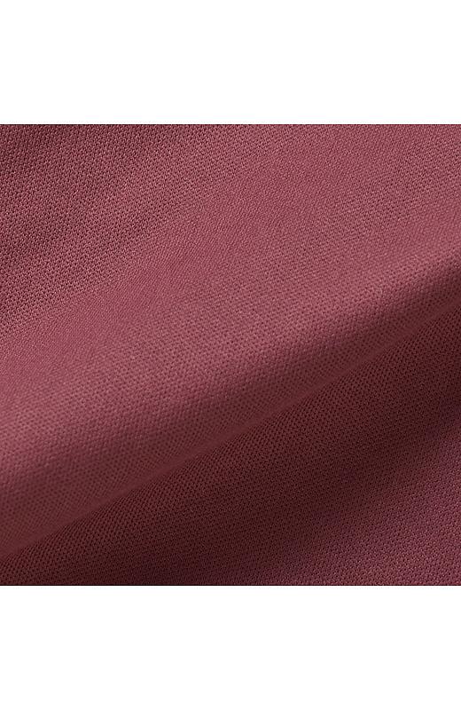 のびやかなトリコット素材の裏地付きで、透けも気になりにくく着心地も抜群。
