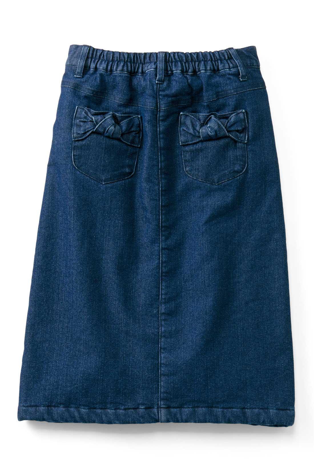 back リボンデザインの後ろポケットがかわいいアクセント。