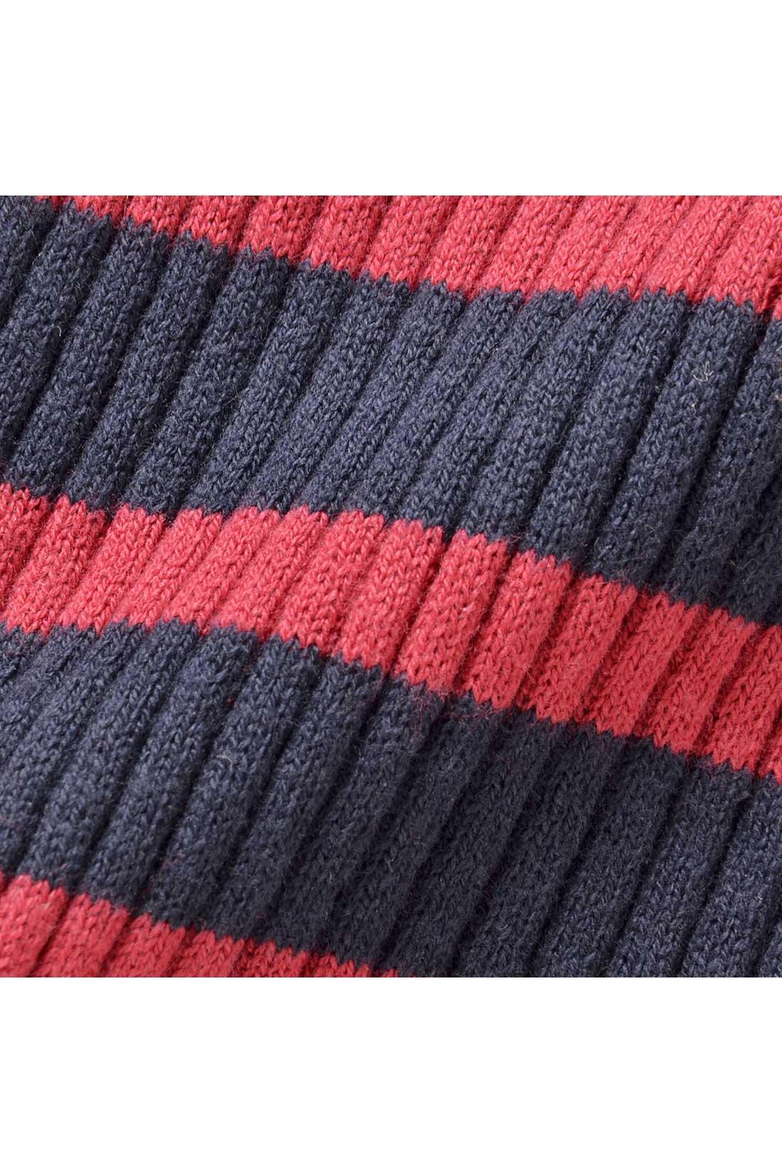 オーガニックコットンを、細見えするリブ編みですっきりシルエットに仕上げました。