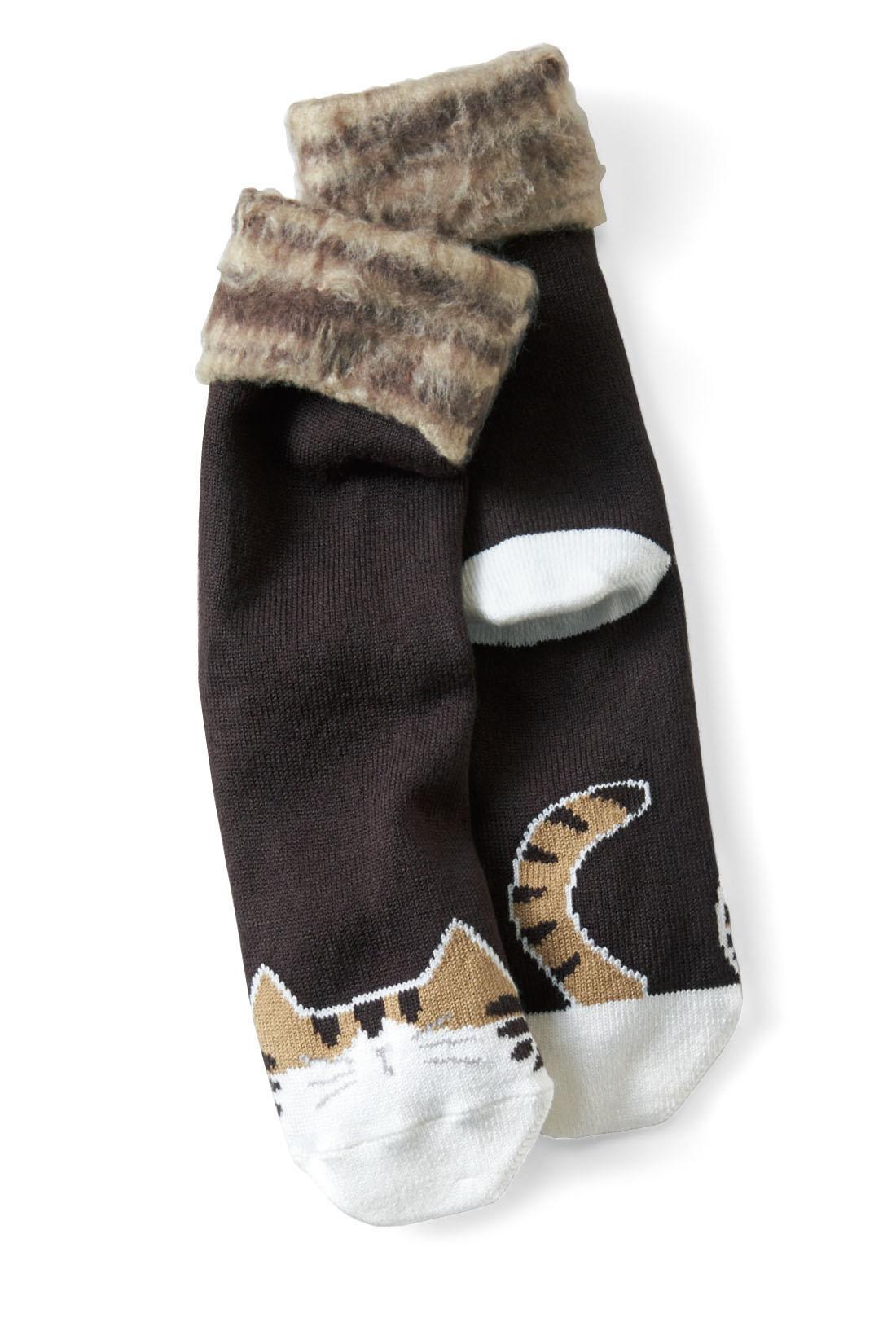 猫の顔もしっぽも、靴を履くと隠れるから、外出先では大人っぽくはけちゃいます。