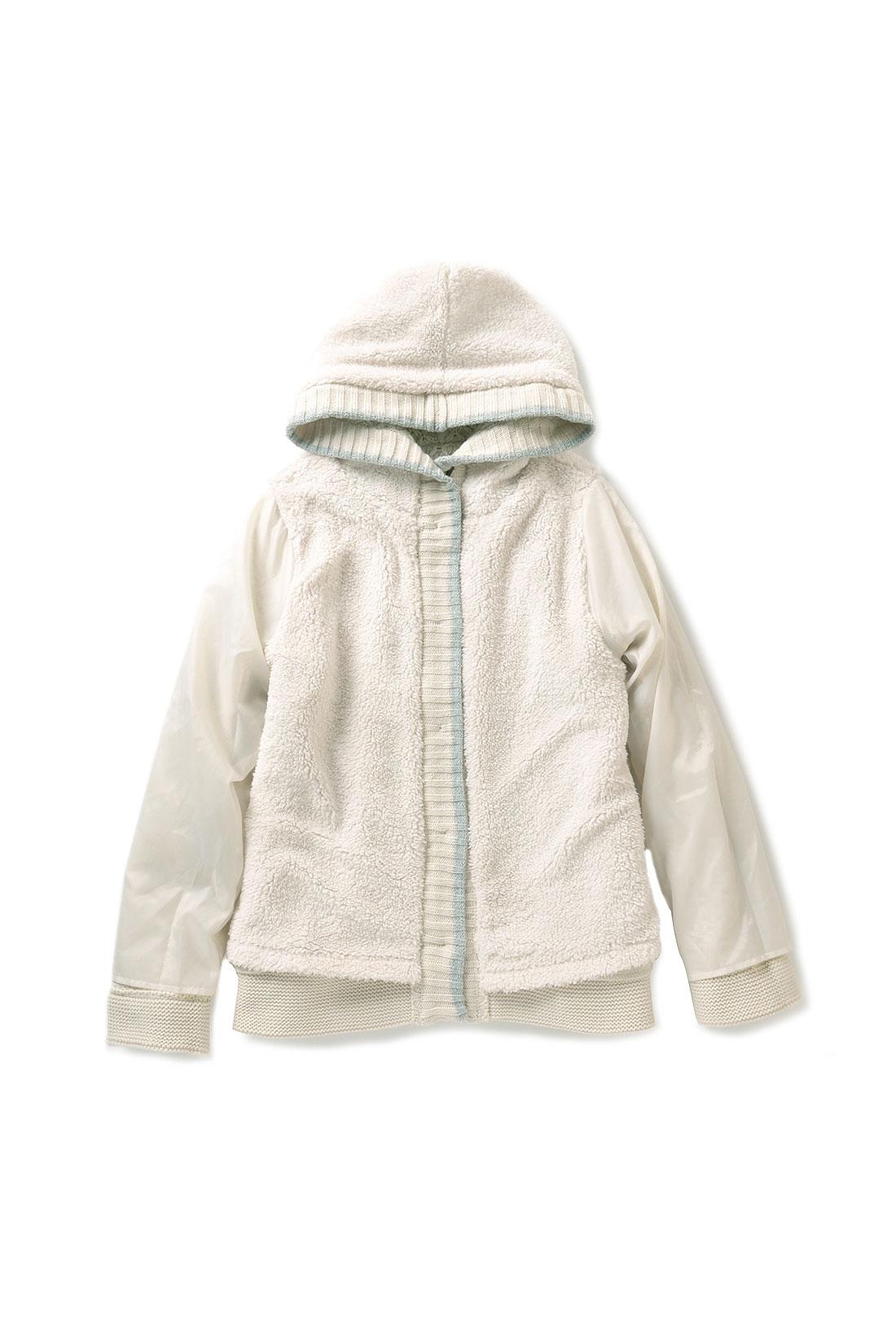 袖裏はあえてボアを付けずツルッとした素材のタフタ仕様で脱ぎ着しやすく、着ぶくれも防止。