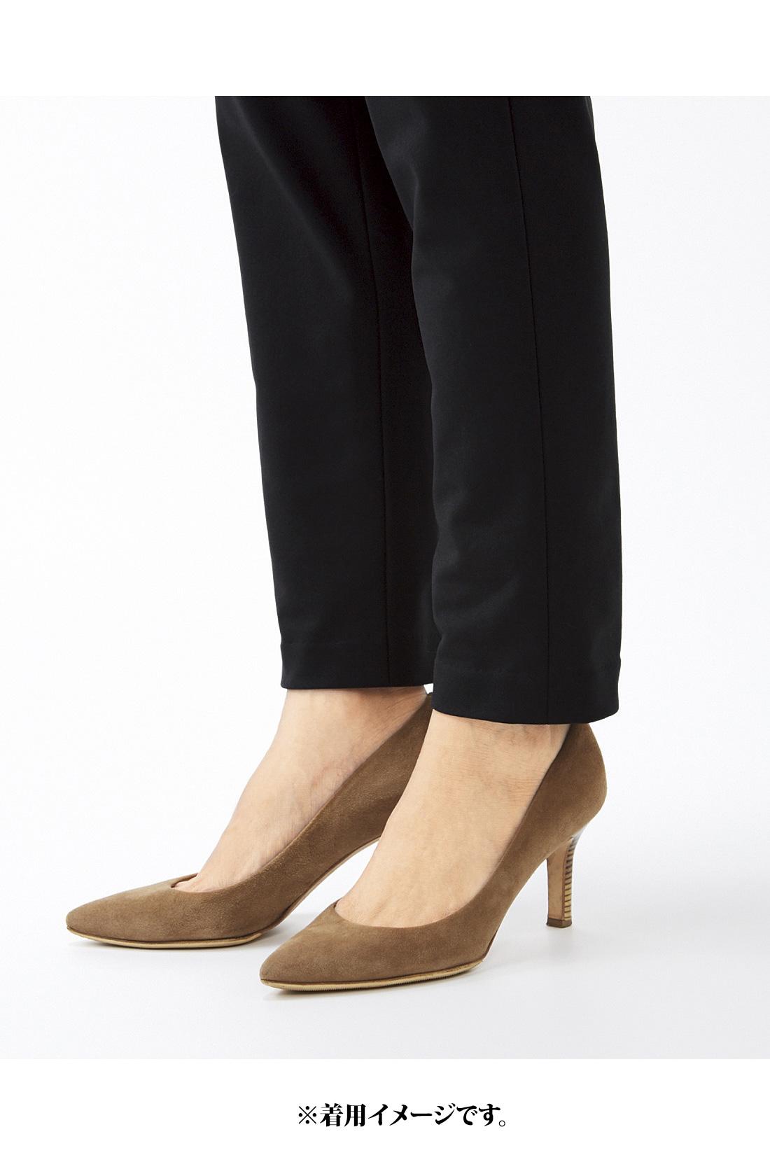 腰まわりから足首に向かって細くなる女性らしいシルエット。スラリと脚長に見えて、足首まで暖か。