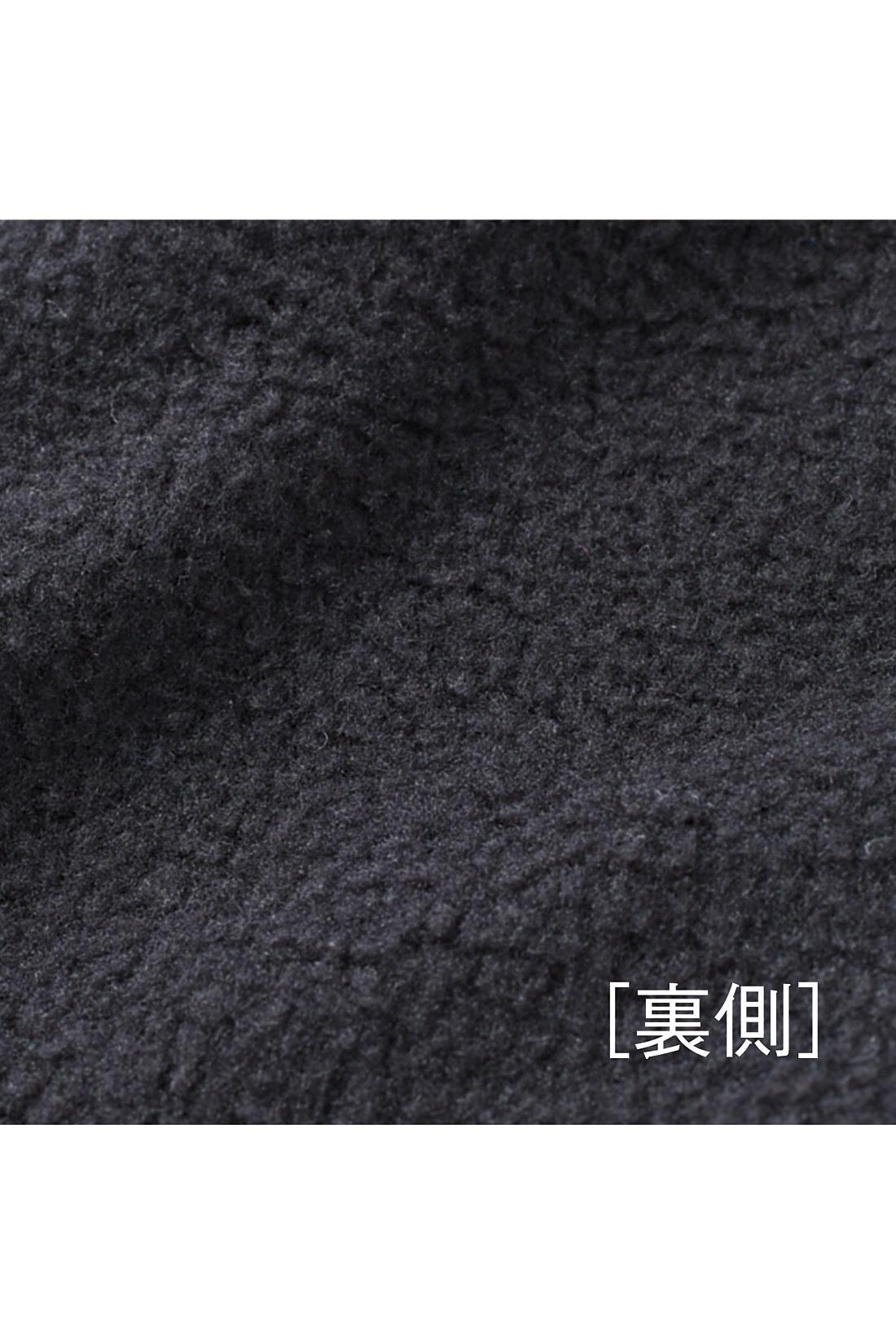[裏側] 内側に付けたレギンスは伸びやかカットソーの裏起毛素材で、感動の暖かさ。