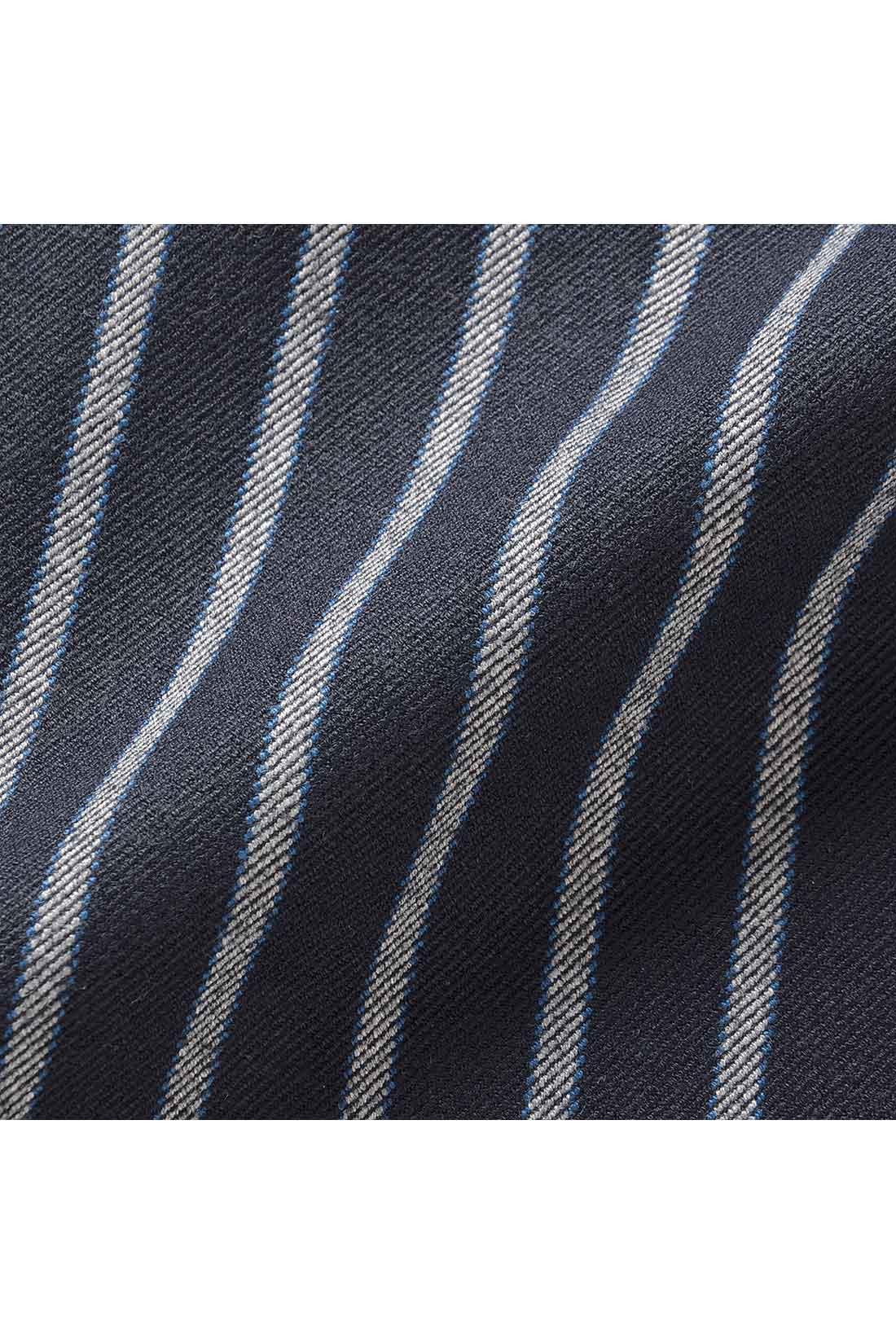 厚みのある両面起毛素材で、見た目もはき心地もふっくら暖か。インナーのラインがひびきにくいのもポイント。