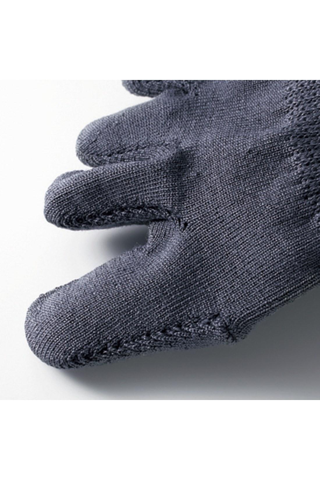 これは参考画像です。指部分が立体成形になっているので、指入れがしやすく快適。外から見えないインナーソックスなので、5本指に抵抗のある人にもおすすめです。