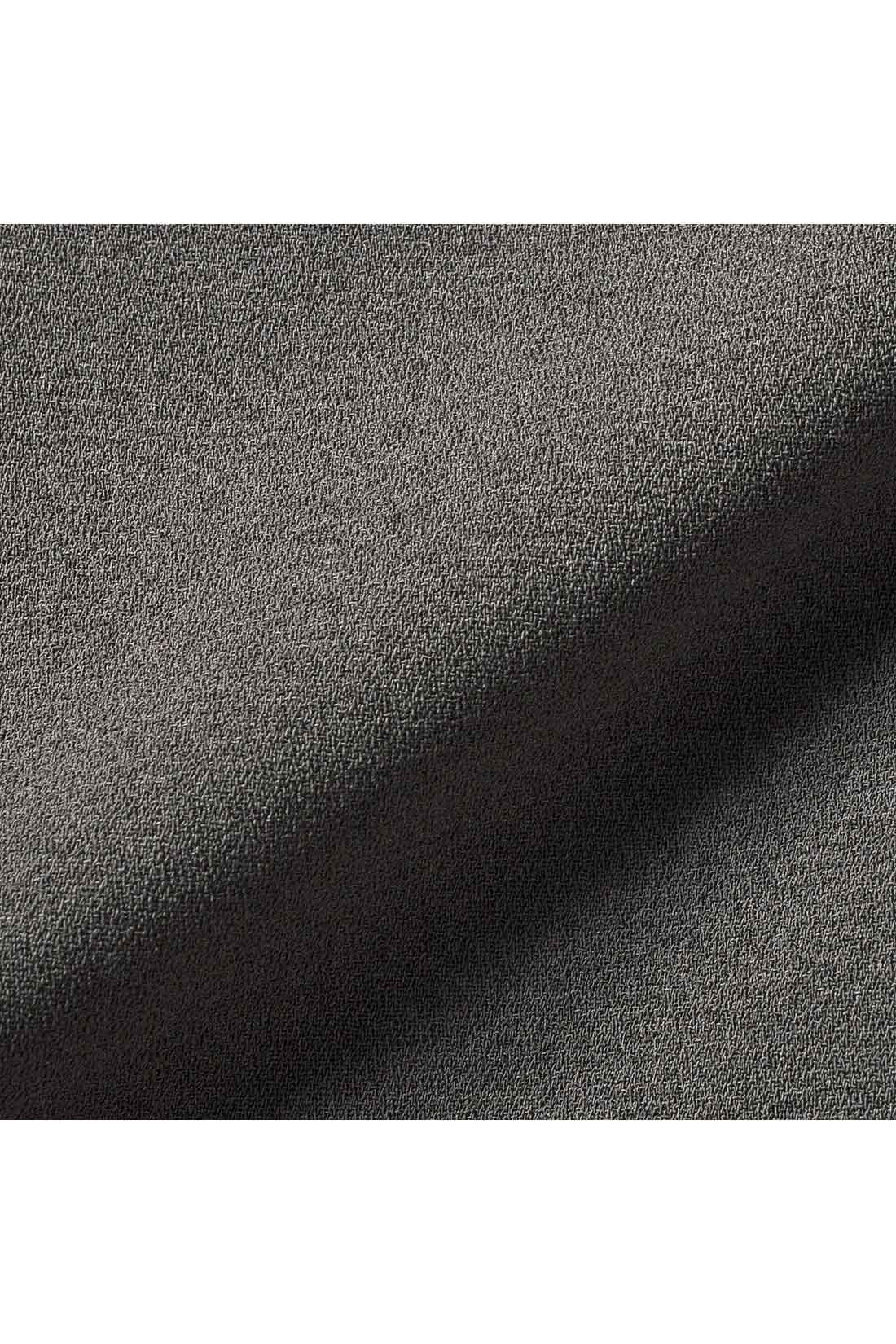 ほどよい厚みとしなやかな落ち感の上質なジョーゼット素材。