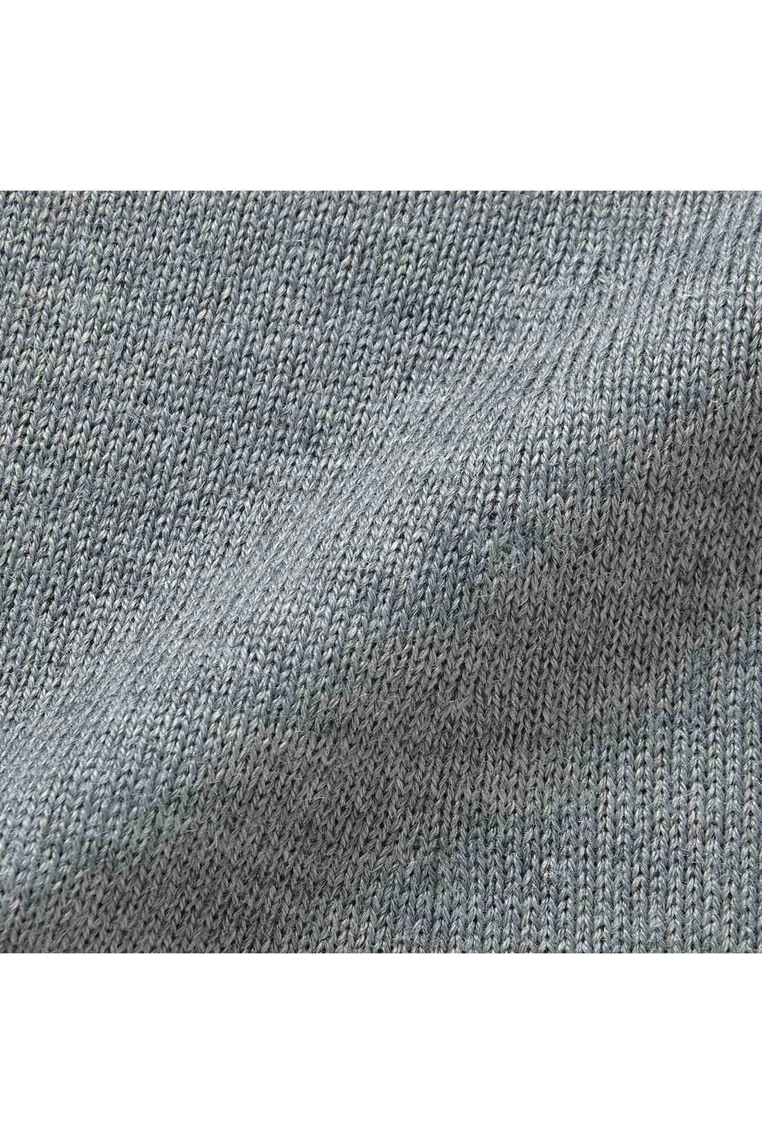 イタリーウール イタリアの紡績会社が開発した糸は、やわらかくしなやかな風合いでウール特有のチクチク感を軽減。おうちで洗えるイージーケアも魅力です。