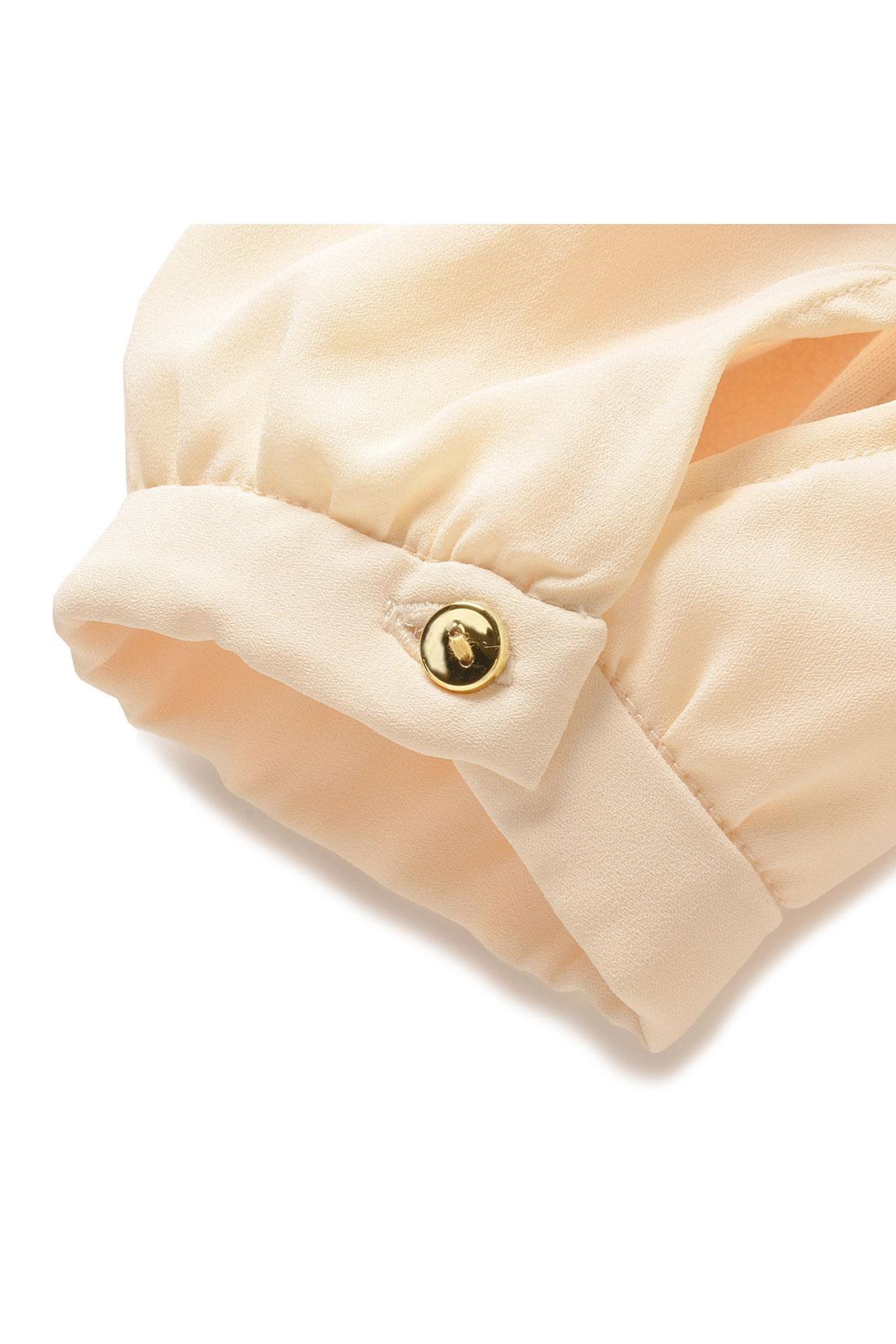 袖口のボタン。