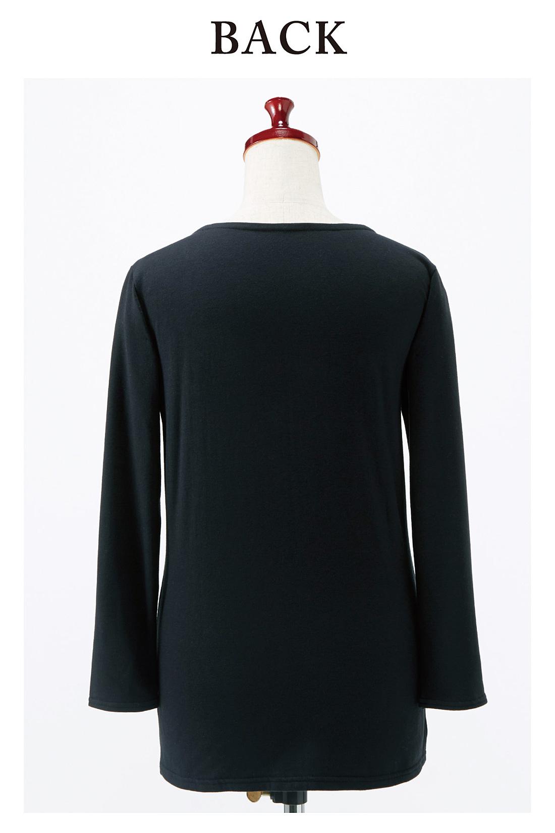 Back バックスタイルもシンプルにすっきり。長すぎず短すぎない八分袖。
