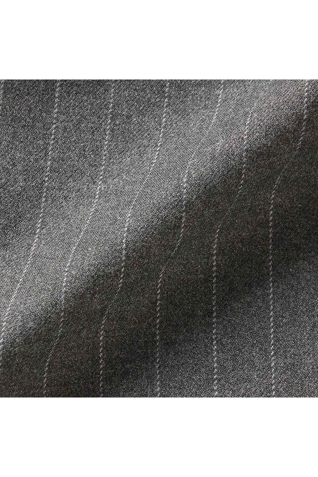 しなやかに伸びるストレッチの布はく素材。