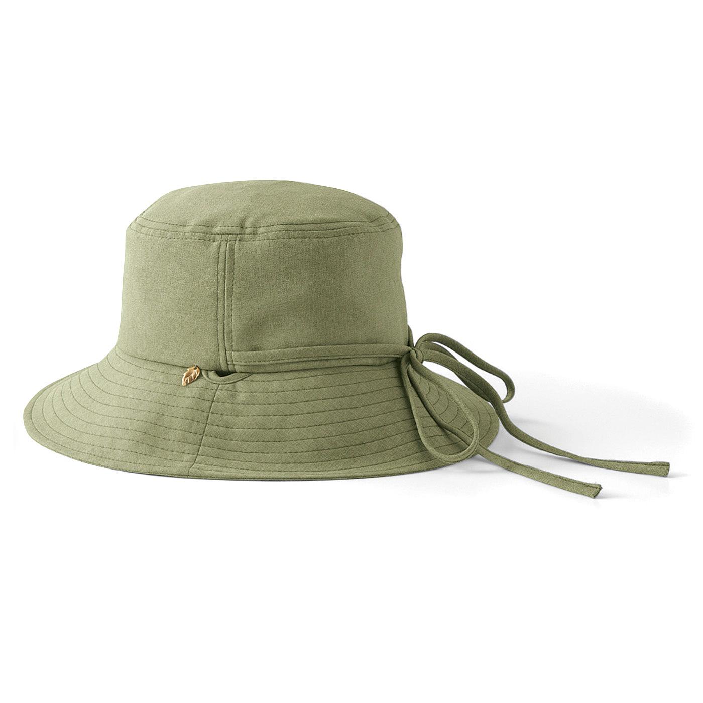 ひもを首もとで結べば風で飛ばない帽子に!