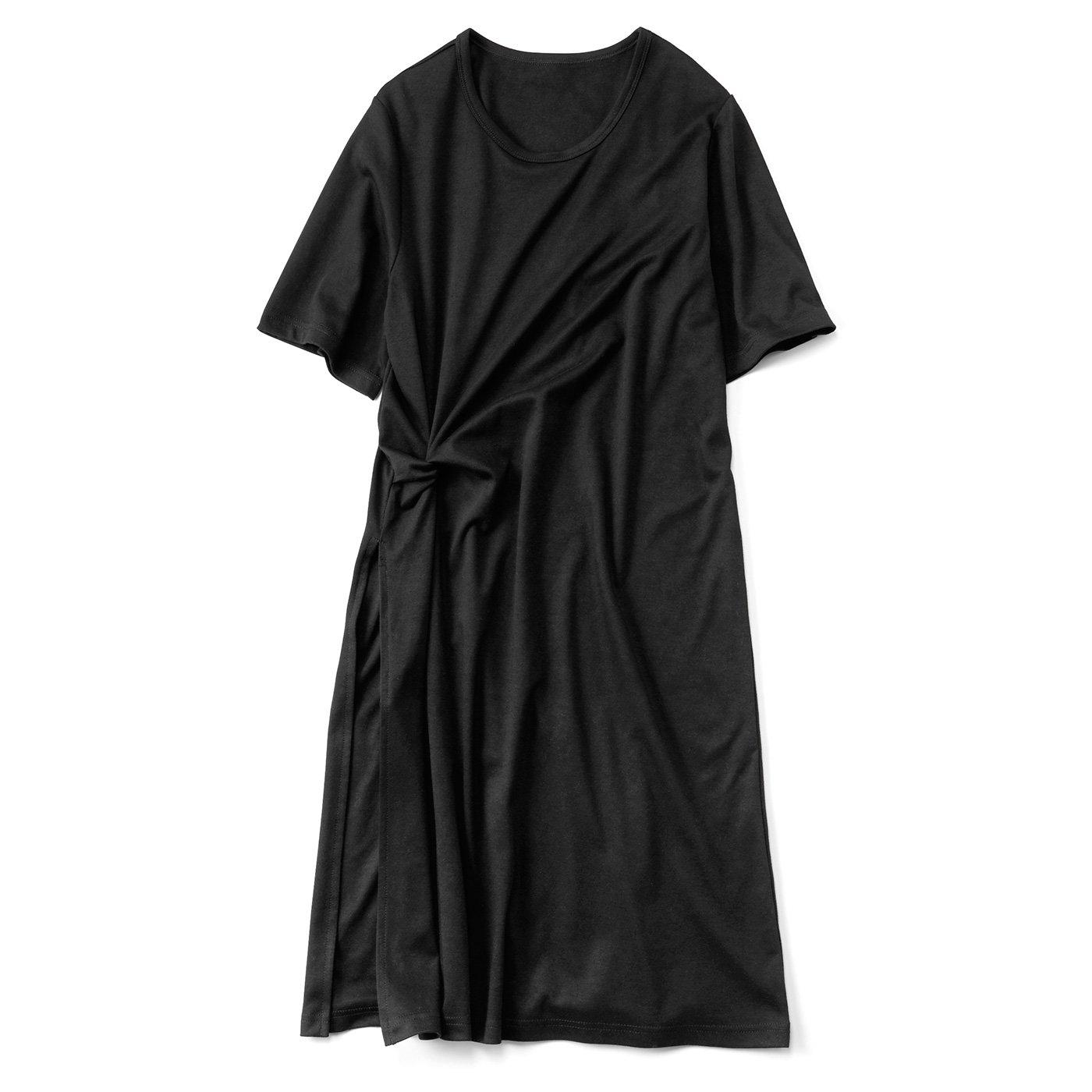 重ね着で今風 スリット入りロングTシャツ〈ブラック〉